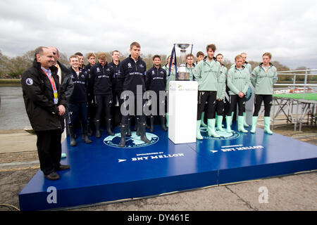 Putney London, UK. 6th April 2014. The Oxford and Cambridge boat crews arrive on the podium for the coin toss which - Stock Photo