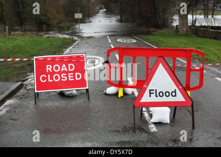 Road closed and flood sign - Stock Photo