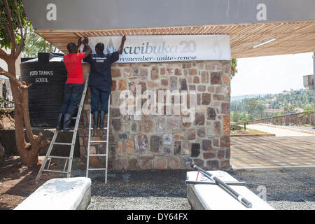 Kigali, Rwanda. 6th April 2014. Staff at the Kigali Genocide Memorial Centre hang a banner preparing for the nationwide - Stock Photo