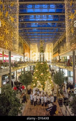 Weihnachtsbeleuchtung Berlin.Shopping Arcade In Potsdamer Platz Berlin Germany Stock Photo