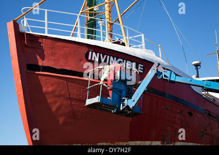 Fraserburgh, Scotland, UK 8th April, 2014. UK Weather. Blistering sun and clear air facilitate the ship painters, - Stock Photo