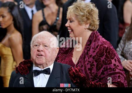 Mickey Rooney mit Ehefrau Jan bei der Oscar Verleihung 2007/79th Academy Awards Ceremony im Kodak Theatre in Hollywood. - Stock Photo