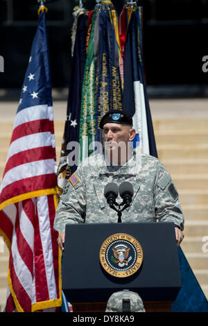 U.S. Army Chief of Staff General Raymond T. Odierno at memorial service for 3 soldiers killed in shooting at Fort - Stock Photo