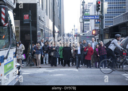Waiting to cross Lexington Ave on 42nd St at the evening rush hour in Manhattan. - Stock Photo