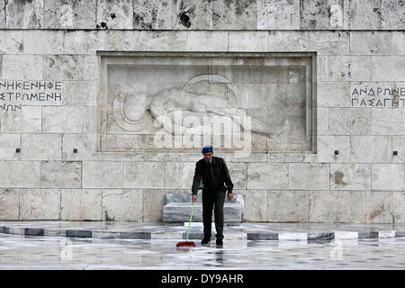 Athens, Greece. 10th Apr, 2014. A Greek soldier wipes the rainwater in front of the monument of the Unknown Soldier - Stock Photo