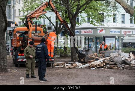 Berlin, Germany. 09th Apr, 2014. Employees of the Berlin city cleaning (BSR) remove the remains of the former refugee - Stock Photo