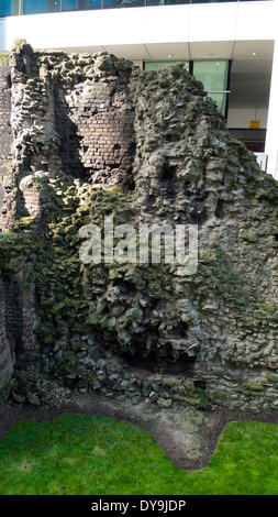 A section of Roman wall at Noble Street in the City of London EC2V UK  KATHY DEWITT - Stock Photo