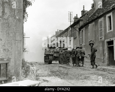 WW II historical war world war second world war operation Overlord Overlord invasion Sherman Canadian group soldier - Stock Photo