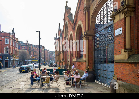Pavement cafe by the old Wholesale Fish Markets building on High Street, Northern Quarter, Manchester, England, - Stock Photo