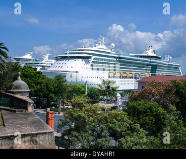 San Juan, Puerto Rico, US. 28th Mar, 2005. Royal Caribbean Internaional's cruise ship Jewel of the Seas docked in - Stock Photo