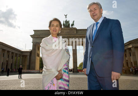 Berlin, Germany. 12th Apr, 2014. Berlin's mayor Klaus Wowereit (SPD) and the Burmese Nobel Peace Prize Laureate - Stock Photo