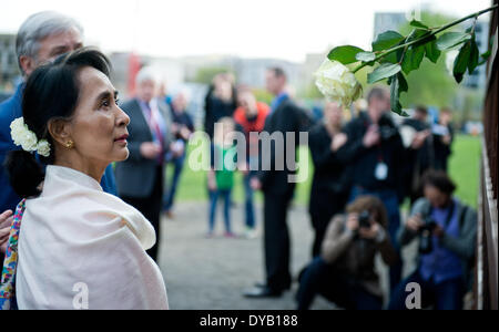 Berlin, Germany. 12th Apr, 2014. The Burmese Nobel Peace Prize Laureate Aung San Suu Kyi and Berlin's mayor Klaus - Stock Photo