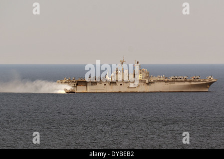 A US Navy landing craft air cushion departs from the amphibious assault ship USS Bonhomme Richard during operations - Stock Photo