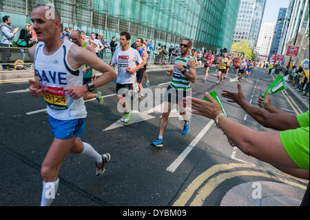London, UK. 13th Apr, 2014. The London Marathon starts in Greenwich on Blackheath passes through Canary Wharf and - Stock Photo