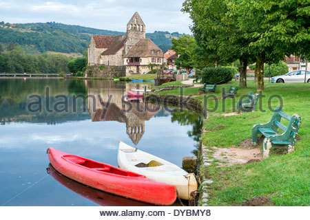 Small boats on the Dordogne River at Beaulieu-sur-Dordogne, Corrèze département, Limousin, France - Stock Photo