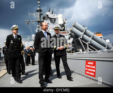 Constanta, Romania. 14th Apr, 2014. Romanian President Traian Basescu (front C) visits the USS Destroyer Donald - Stock Photo
