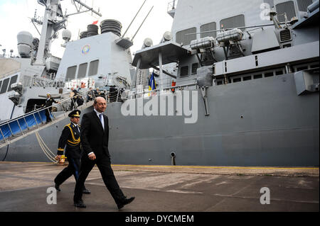 Constanta, Romania. 14th Apr, 2014. Romanian President Traian Basescu (R) goes to visit the USS Destroyer Donald - Stock Photo