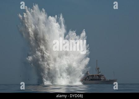 US Navy Avenger-class mine countermeasures ship USS Gladiator during a mine countermeasures exercise April 6, 2010. - Stock Photo