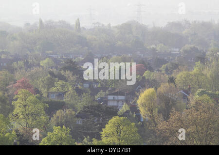 Wimbledon London,UK. 15th April 2014. A general view of south west London during sunrise Credit:  amer ghazzal/Alamy - Stock Photo