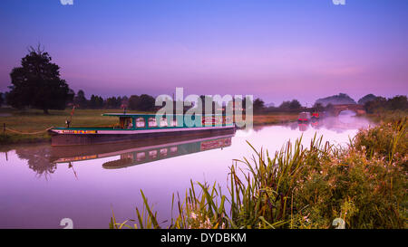 Narrowboats on the Ashby Canal at Shackerstone at dawn. - Stock Photo