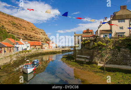 The fishing port and tourist destination of Staithes in Yorkshire. - Stock Photo