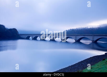 Ashopton Viaduct over Ladybower Reservoir in the Peak District on a foggy morning. - Stock Photo