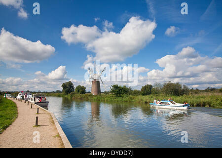 Turf Fen Mill and boats on the River Ant in the Norfolk Broads. - Stock Photo