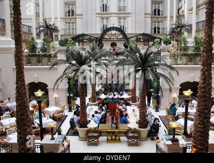 Winter Garden restaurant in the Landmark Hotel in Marylebone. - Stock Photo