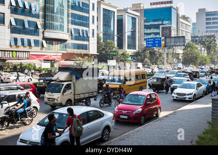 Busy midday traffic in on a suburban road in Mumbai. - Stock Photo