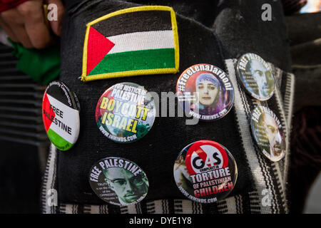London, UK. 15th April 2014. A group of Palestinian supporters protested and rallied outside the US Embassy in London - Stock Photo