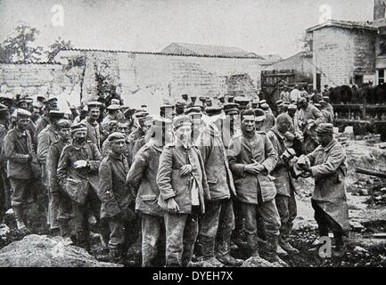World War 1 - distribution of letters and packages to German soldiers captured as prisoners of war. France 1916 - Stock Photo