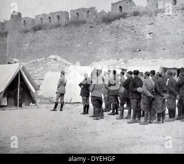 World War I - troops of the French Expeditionary Corps in the Dardanelles Campaign celebrate penteost at the ruins - Stock Photo