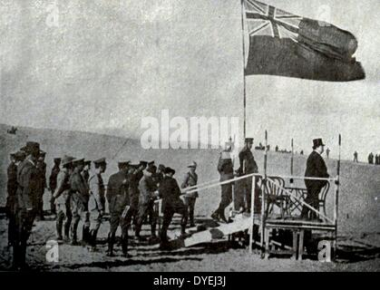 Sir George Reid, High Commissioner of Australia in Egypt, rant Australian troops to the Pyramid on his left, General - Stock Photo