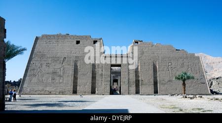 Temple of Ramses III (1198-1167 b.C. – XX° Dyn.) at Medinet Habu: the first pylon. - Stock Photo