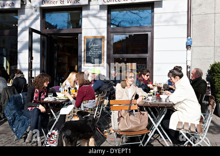 People enjoying food and sunshine, pavement cafe restaurant Cotidiano, Munich, Upper Bavaria, Germany, Europe - Stock Photo