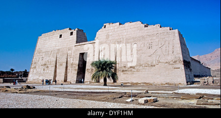 Temple of Ramses III (1198-1167 b.C. – XX° Dyn.) at Medinet Habu: general view. - Stock Photo