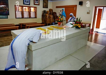 India, West Bengal, Kolkata, Calcutta, Mother Teresa tomb - Stock Photo