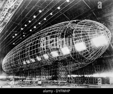World's largest dirigible near completion, The metal skeleton of the Akron being constructed for the Navy at the - Stock Photo