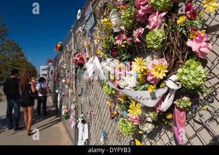 USA, Oklahoma, Oklahoma City, Oklahoma City National Memorial, people's memorial wall - Stock Photo