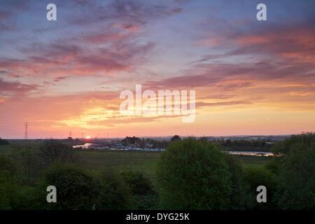 Oare near Faversham, Kent UK 17th April 2014: The sun rises over Oare creek giving a dramatic sky. Temperatures - Stock Photo