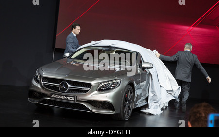 President and ceo of mercedes benz usa stece cannon speaks at s63 president and ceo of mercedes benz usa steve cannon right unveils s63 amg coupe thecheapjerseys Gallery