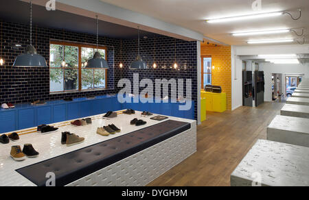fred perry clothes store shop sign logo stock photo royalty free image 104604799 alamy. Black Bedroom Furniture Sets. Home Design Ideas