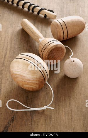 how to play with a wooden top toy