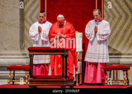 Rome, Italy. 18th April 2014Holy Mass of the Passion of Christ - 18 April 2014 Credit:  Realy Easy Star/Alamy Live - Stock Photo