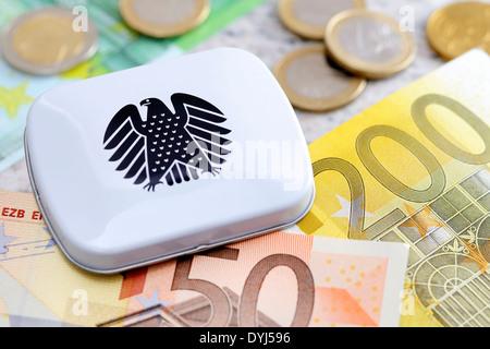 Dose mit Bundesadler und Geldscheine, Diätenerhöhung - Stock Photo