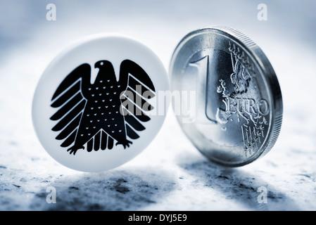 Ein-Euro-Münze und Bundesadler, Diätenerhöhung - Stock Photo