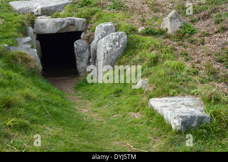 Entrance to La Varde dolmen, a megalithic burial chamber  in Guernsey. - Stock Photo