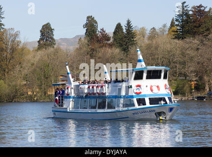 Lake Windermere, Cumbria, UK. 19th April 2014. Tourists makeing the most of sunshine Miss Lakeland arriving from - Stock Photo