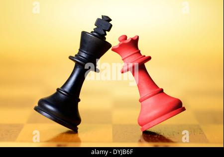 Schwarze und rote Schachfigur, Symbolfoto Große Koalition - Stock Photo