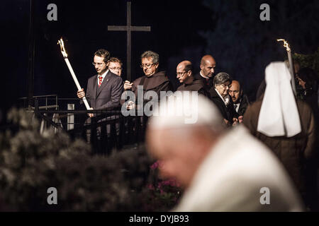 """April 18, 2014 - Rome, Italy ''"""" April 18, 2014: Faithful hold the cross during a station during the Via Crucis - Stock Photo"""